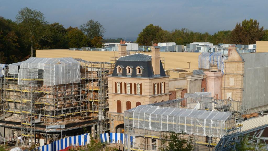 De miniatuurversie van Parijs krijgt meer en meer vorm. (Foto Disneyandmore.blogspot.be)