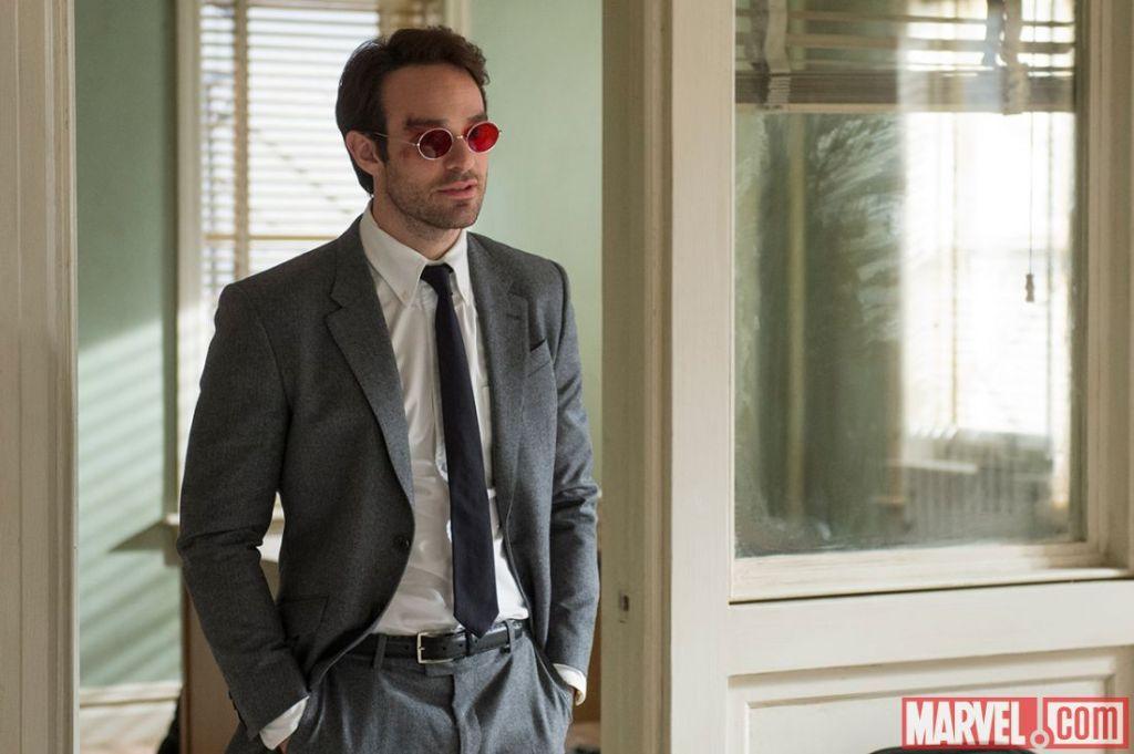Charlie Cox als de blinde Matt Murdock. De rode bril is een subtiele hint. (Foto Marvel)