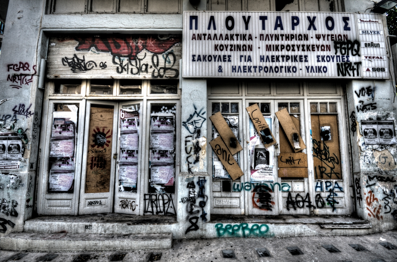 graffiti-door-closed-greece