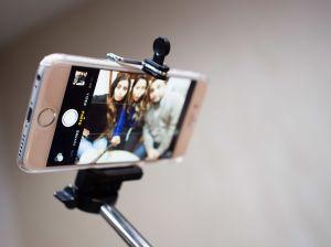 Selfie_Stick_(16040202797)